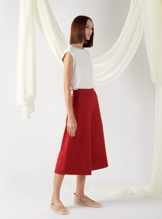 wide-leg trousers in red